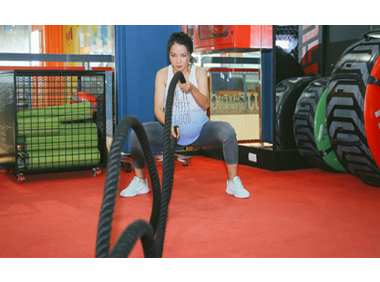Thai phụ vẫn tập gym, nâng tạ đến ngày sinh